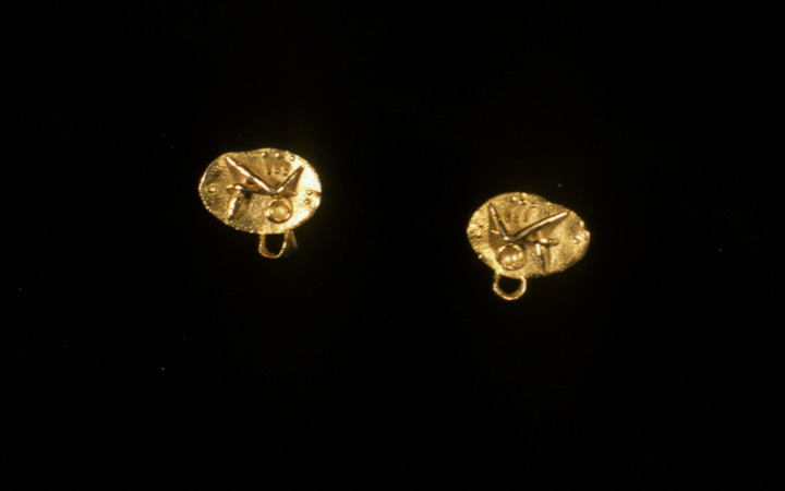 Toza, earrings, gold with small loop, 1970s