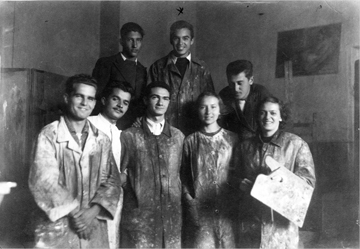 Svetozar at top right, with painting class at the Royal Academy of Art, Belgrade, c. 1930s
